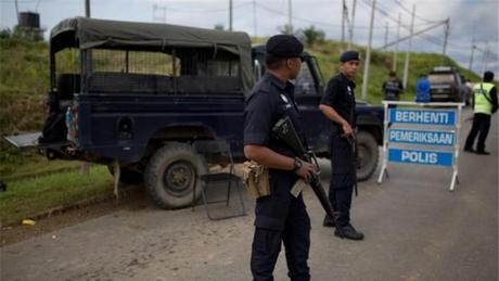 Malaysian officials nab four suspected IS-linked militants