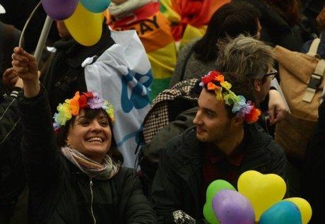 Italy PM Renzi wins confidence vote on civil unions bill